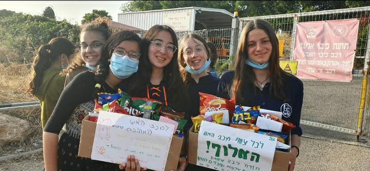 אלעד בנות מודות לצוותי כיבוי האש בעיר